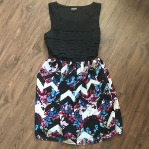 Lily Rose Floral Skirted Dress  Size Small